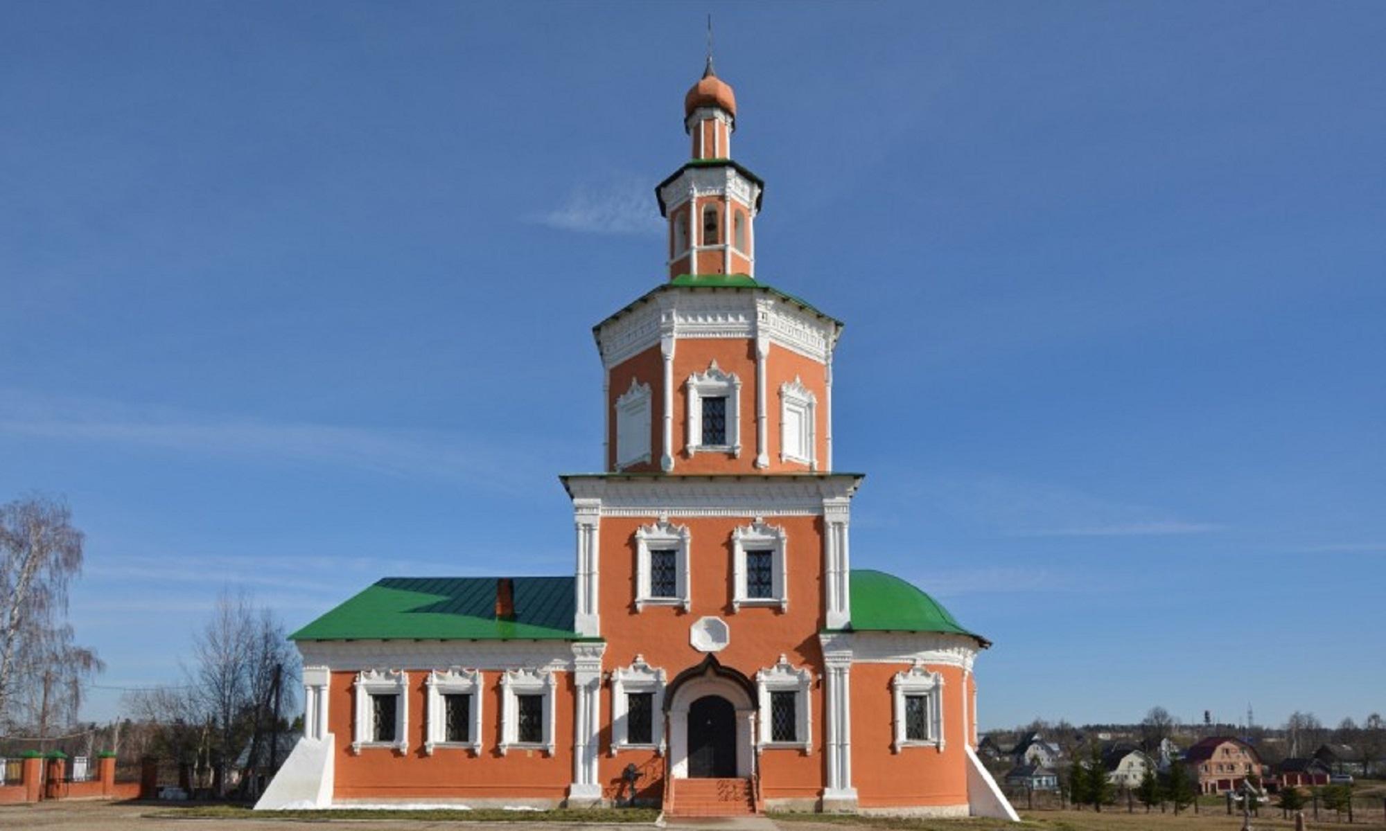 Покровский Храм в селе Тропарёво 1713 года постройки после реставрации